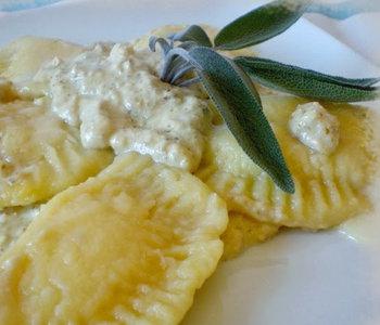 tortelli di patate con gorgonzola al pesto di noci
