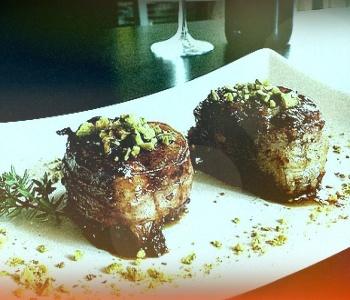 filetto di maiale lardellato con timo e pinoli