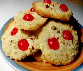 biscotti mandorle nocciole e ciliegie candite