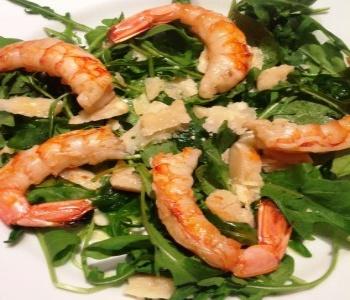 insalata gamberi rucola e parmigiano