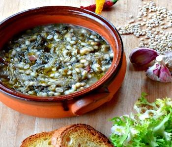 zuppa di orzo ed indivia riccia