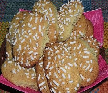 biscotti di nocciole con granella di zucchero