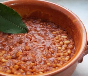 zuppa di fagioli al vino e pomodoro