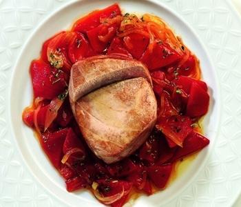 tranci di tonno con salsa di peperoni