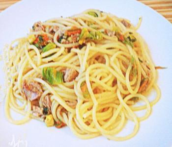 spaghetti tonno e fiori di zucca