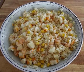 insalata di riso gamberetti e surimi