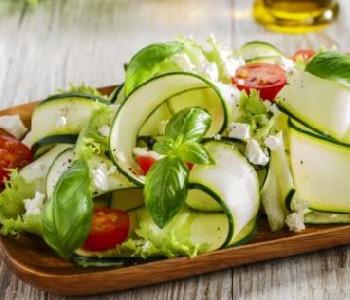 insalata di zucchine crude e parmigiano